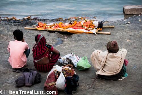 Varanasi funeral boat - waiting for boat to arrive